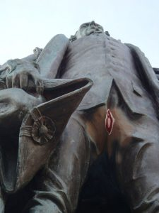 Cornwallis Statue Vagina Graffiti