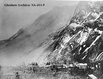 Black and White Photo of The Frank Slide at Turtle Mountain in 1903